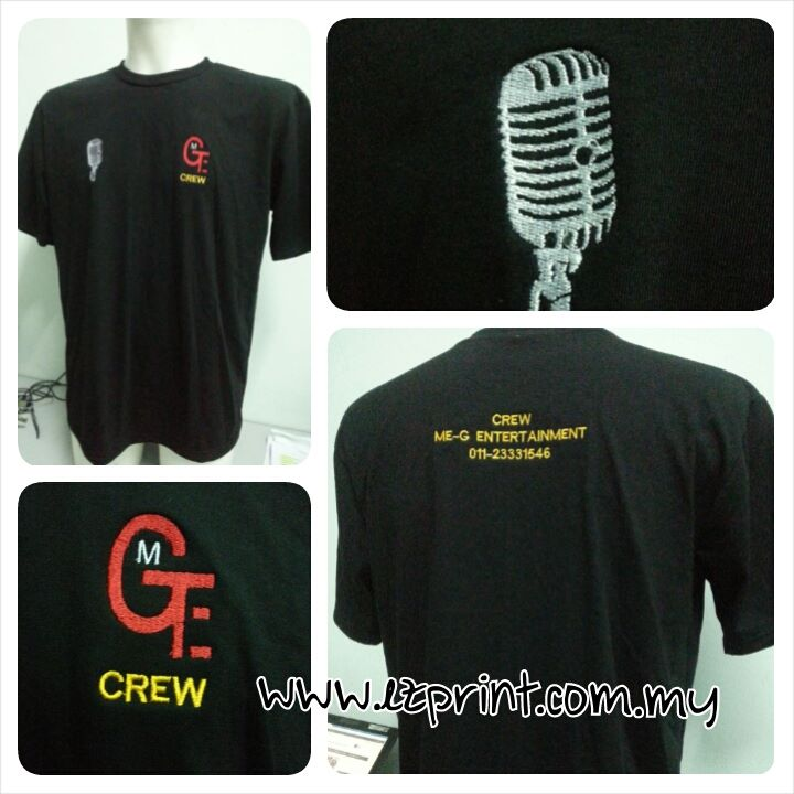 T-shirt round neck hitam